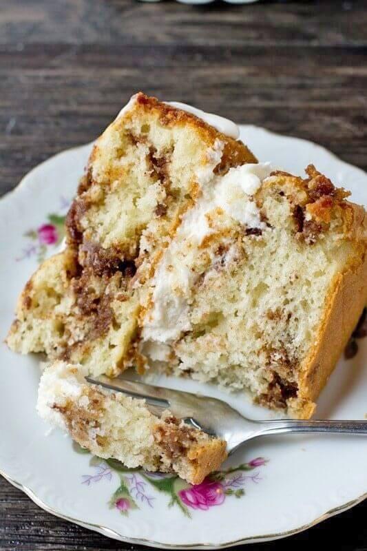 cinnamon coffee cake with cream filling